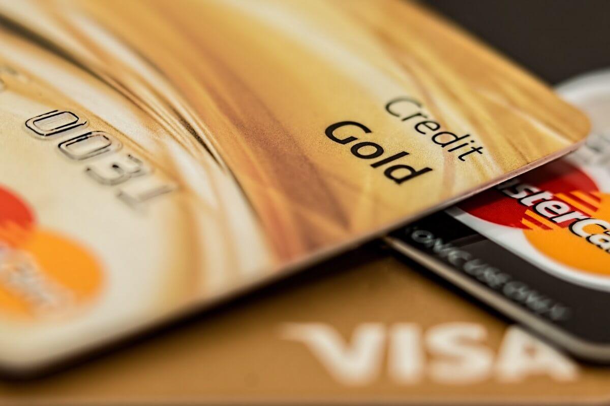 Эмбоссированная кредитная карта
